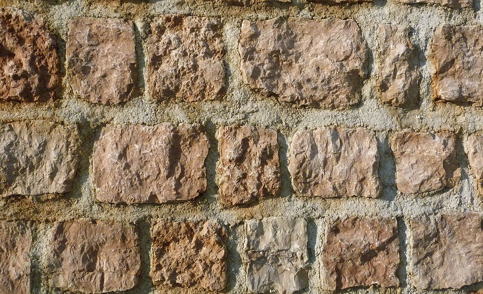 Lavori di muratura, precisione e strumenti adatti per un buon risultato